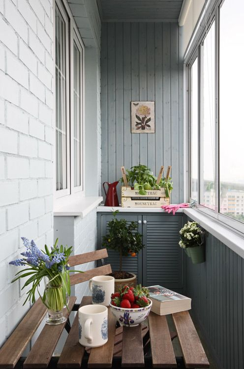Decorative accessories for small balconies