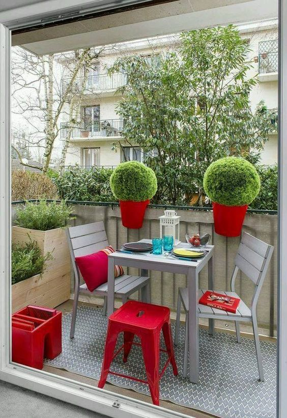 Colors to decorate small balconies