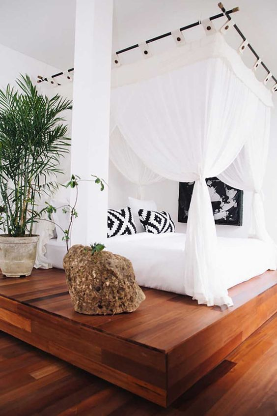 make a bed with canopy IV