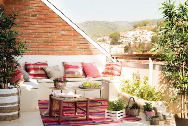 Small round tables for small terraces