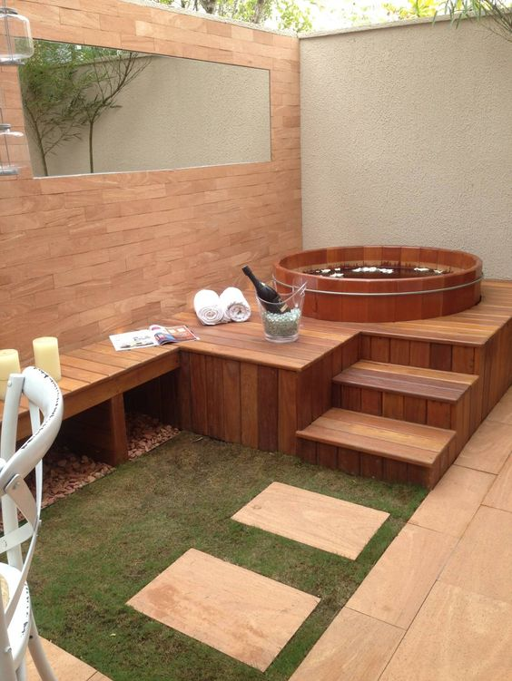 Modern small Jacuzzis with wooden details