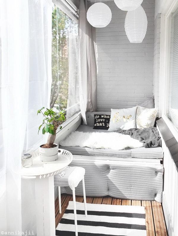 Closed balcony reading corner