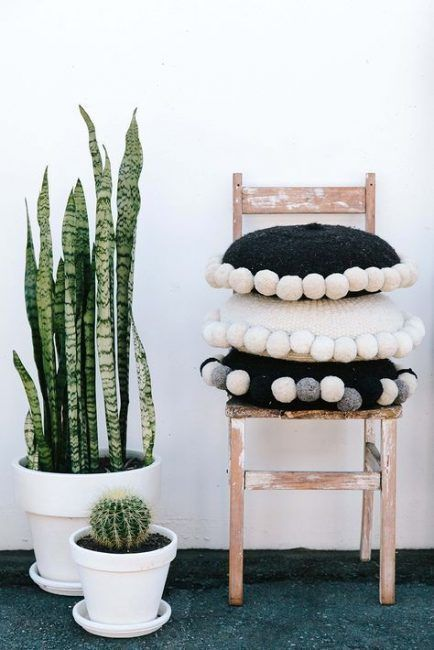 decorate with wool pompoms II