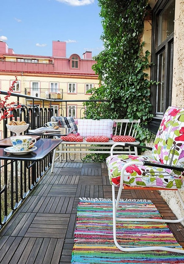 Colorful cushions to decorate balconies