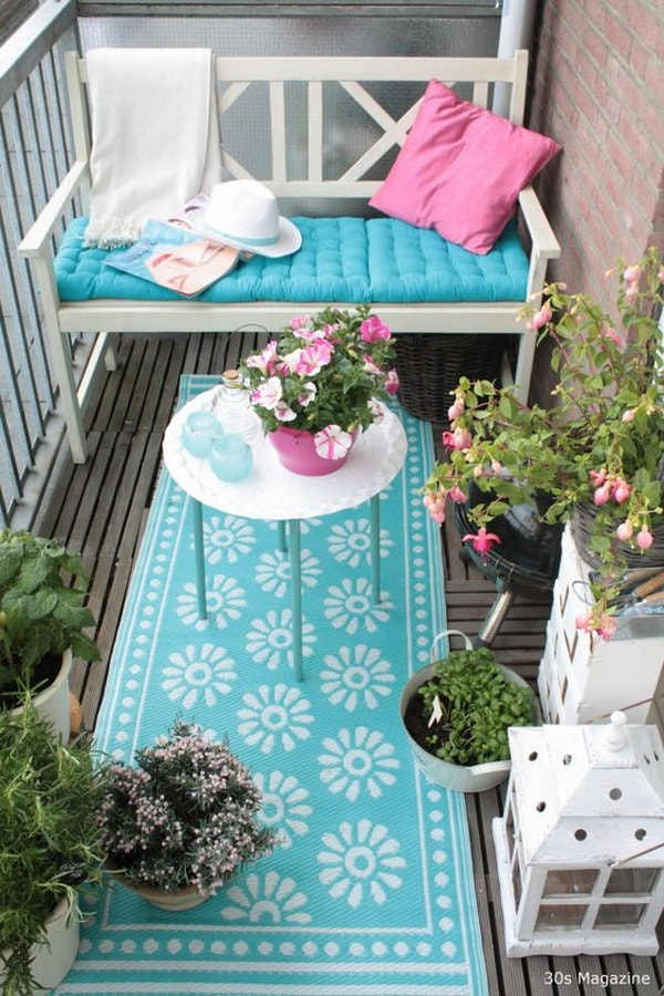Balcony in turquoise and pink