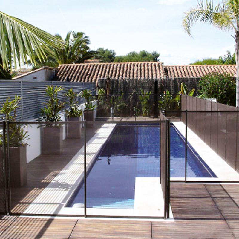 Fences for detachable pools