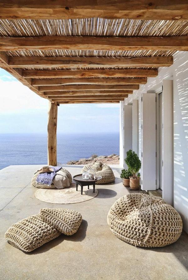 Pergolas for terraces or fixed enclosures?