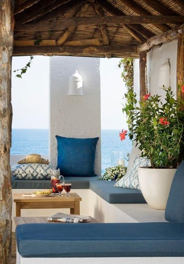 Blue tones for Mediterranean terrace
