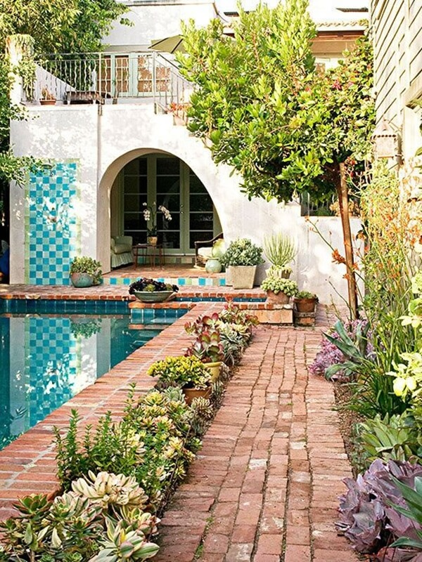 Flooring with bricks for exteriors