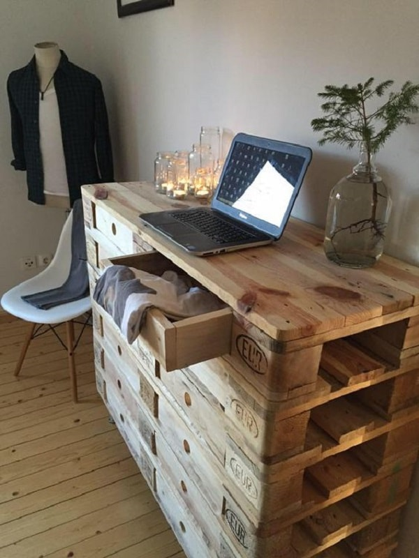Bedroom furniture made from wooden pallets