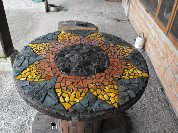 Tables with mosaiquism