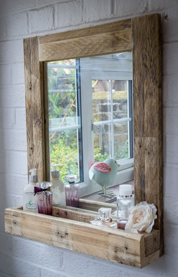 Mirror frame made with pallets