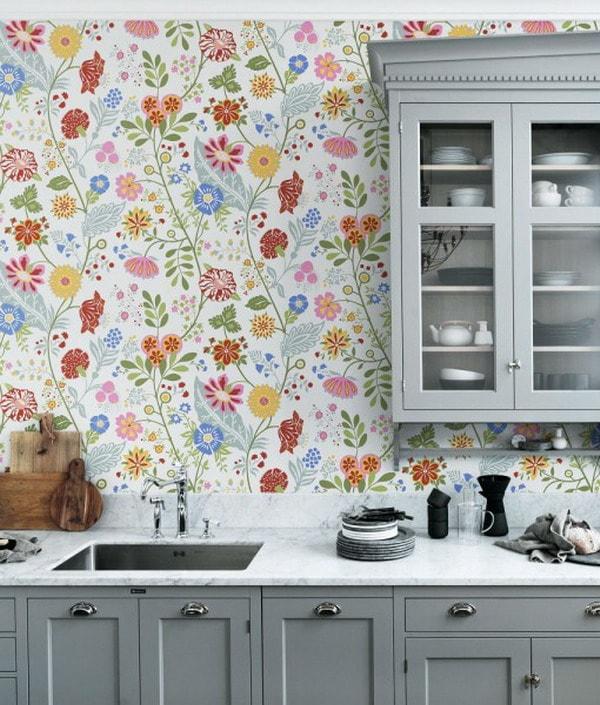 Flowery kitchen wallpaper