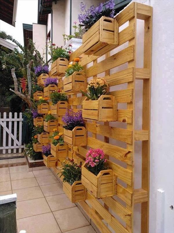 Vertical garden and flowerpots made with pallets