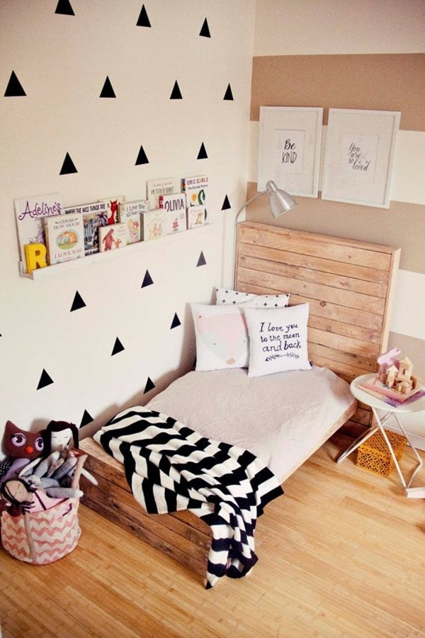 Bed headboard made of pallet wood