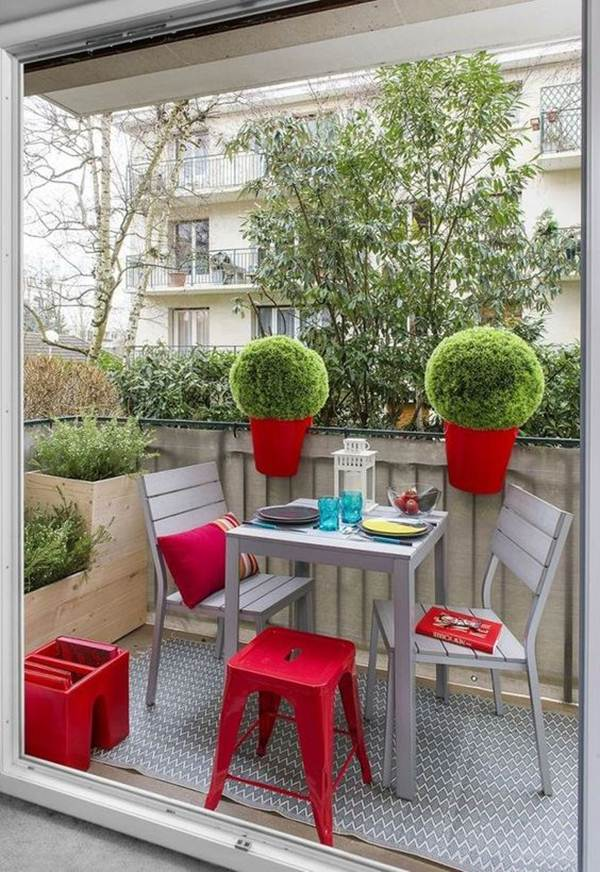 Ideas to make the most of space in small balconies