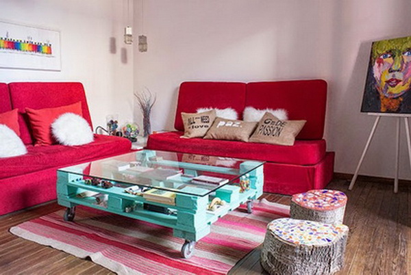 10 spaces decorated with wooden pallets
