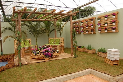 Exterior decoration with pallets