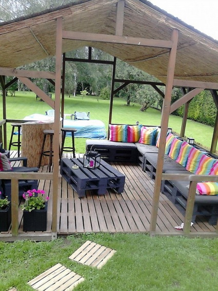 Quincho with pallet furniture