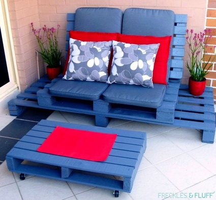 Armchair with wooden pallets