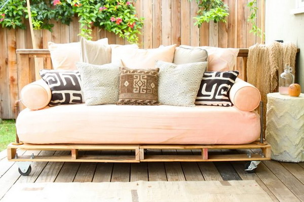 sofa-bed-with-pallets