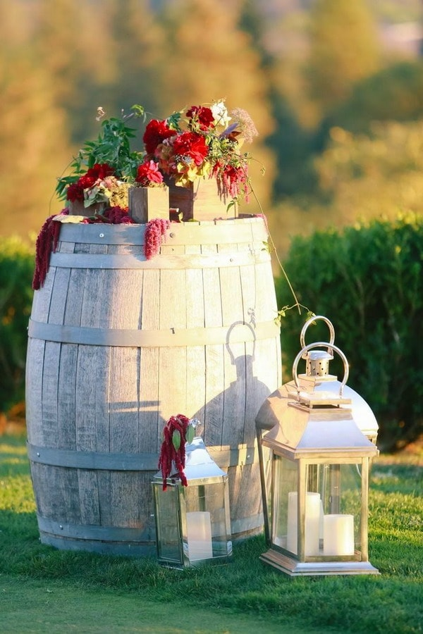 Ideas for decorating with wooden barrels