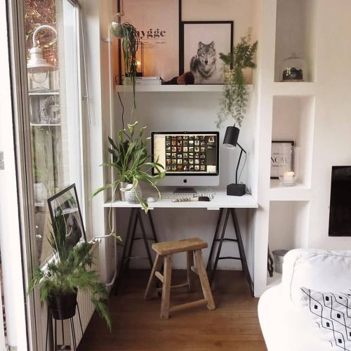 like-decorate-the-working-table-small- but-organized-instagram