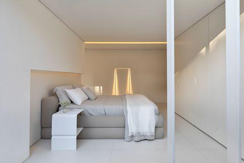 minimalist design bedroom decorated in neutral tones