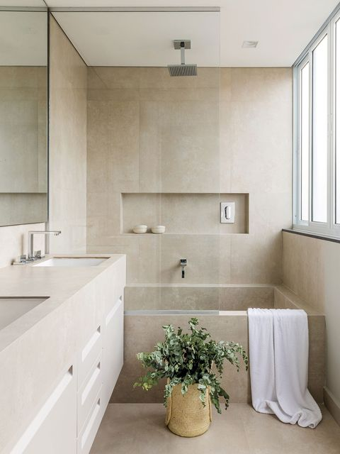 a flat with communicating spaces bathroom