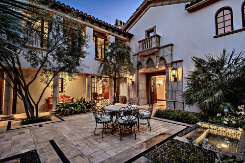 Tuscan-style terrace