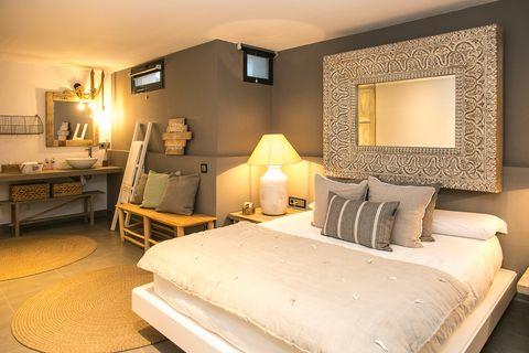 Mediterranean-style bedroom with en-suite bathroom