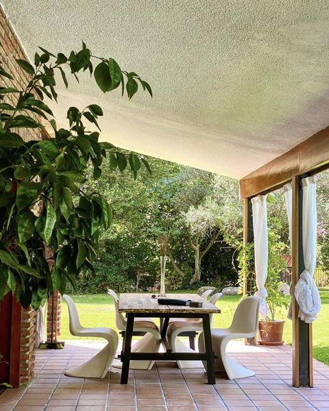 dining area on the porch of bibiana fernández