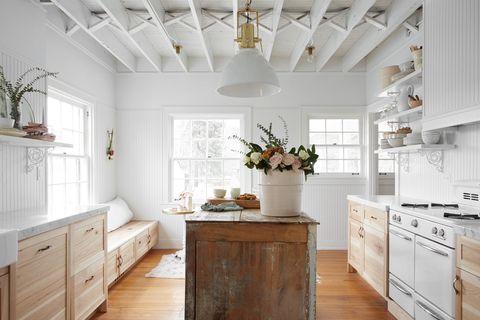 chic farmhouse style open kitchen