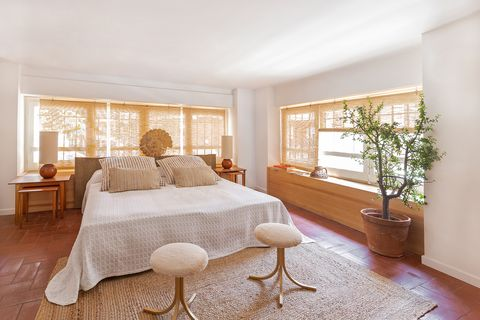 bedroom decorated in ocher and earth tones