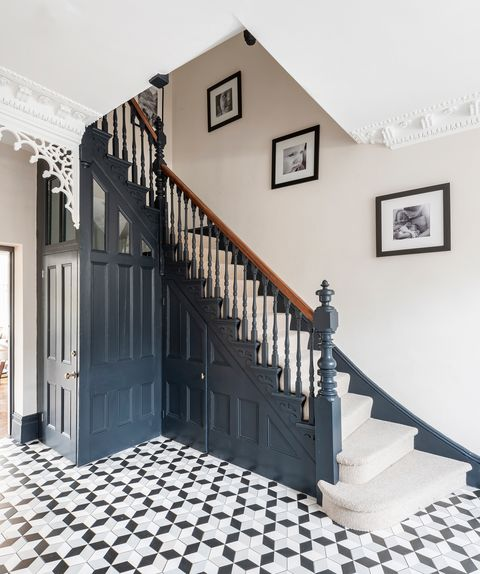 Georgian staircase in blue color and hydraulic tile floor