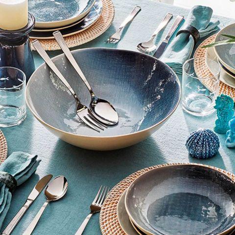 tableware set in navy blue tones from el corte inglés