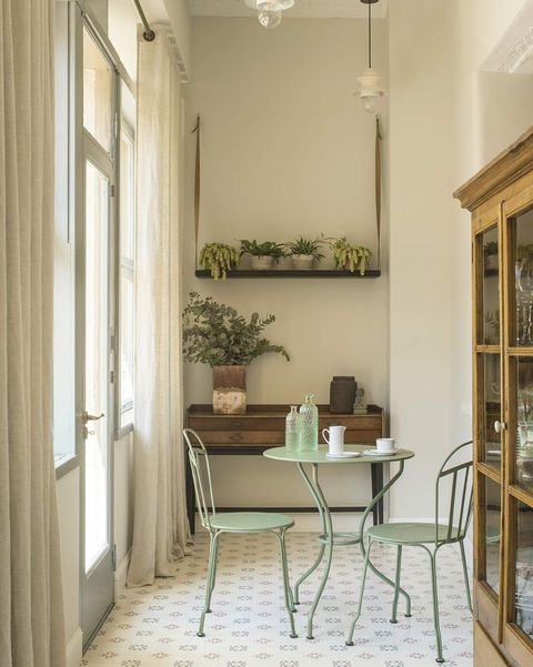 Renovated apartment in barcelona gallery with breakfast area