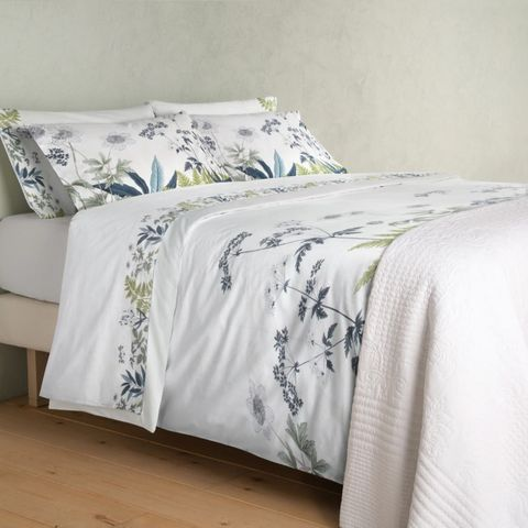 set of white sheets with floral print by el corte inglés