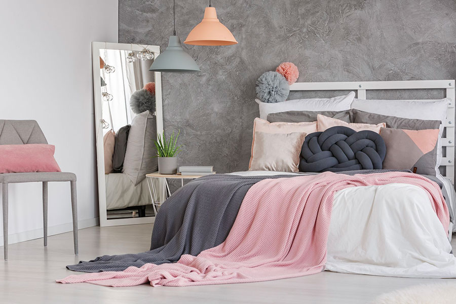 Ideas for decorating a gray and pink bedroom # 12