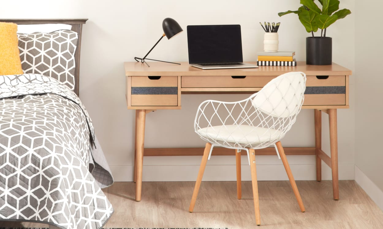 obtain-a-corner-study-in-the-bedroom-17