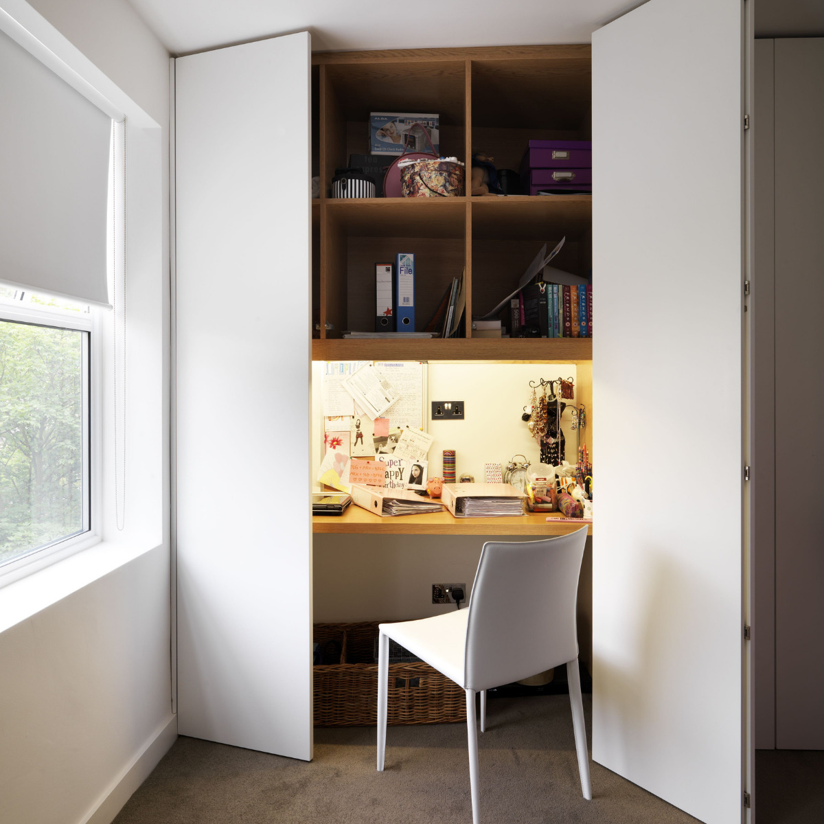 obtain-a-corner-study-in-the-bedroom-7