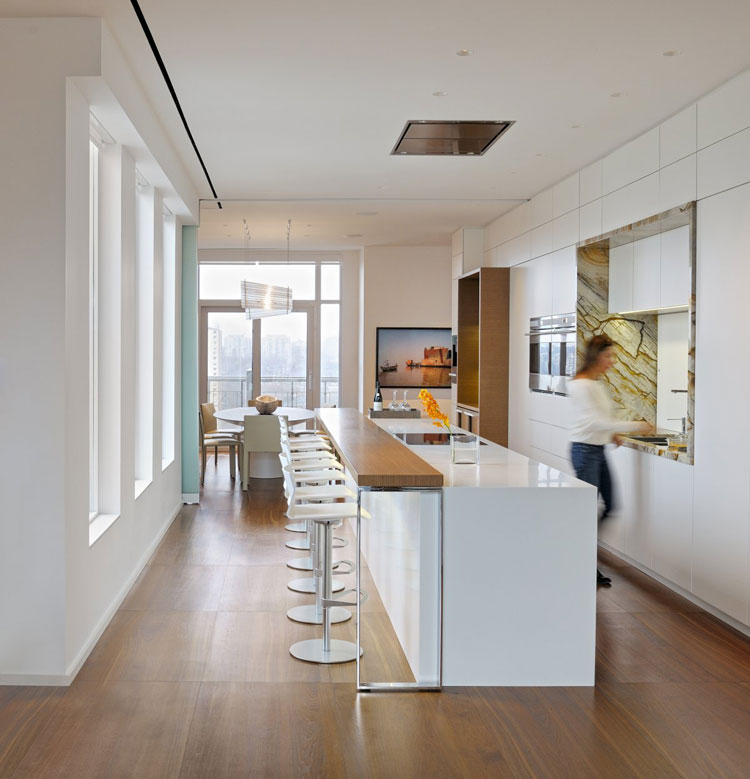 Photo of the kitchen with island and breakfast bar shelf n.05