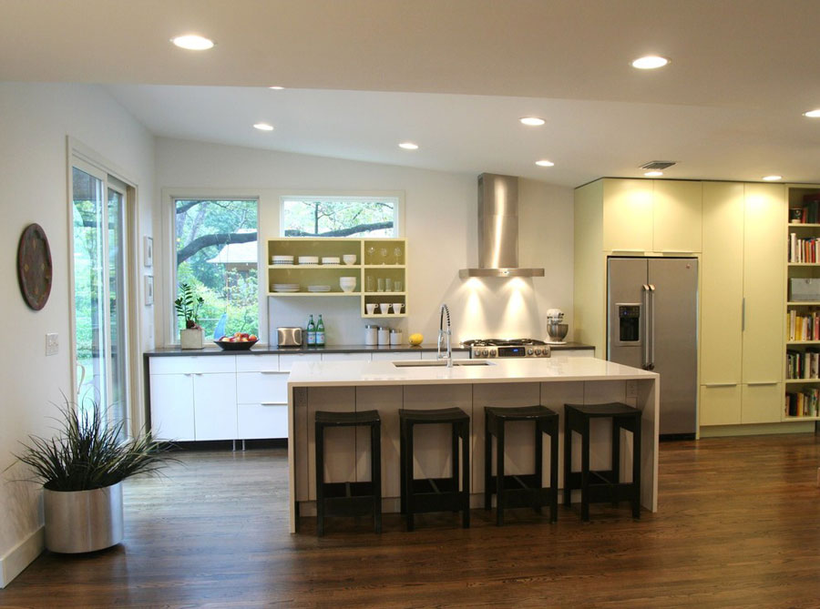 Photo of the kitchen with island and breakfast bar shelf n.03