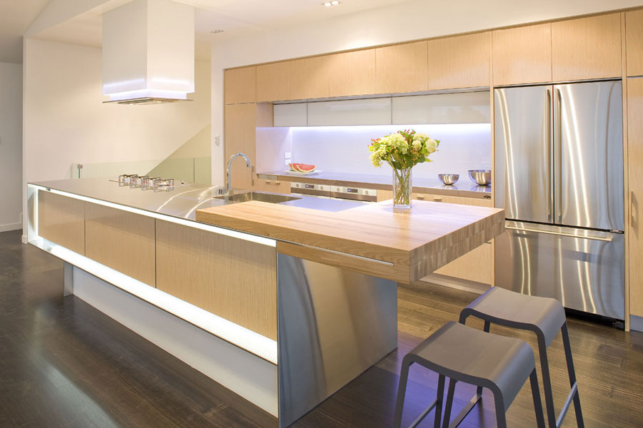 Photo of the kitchen with island and breakfast bar shelf n.06
