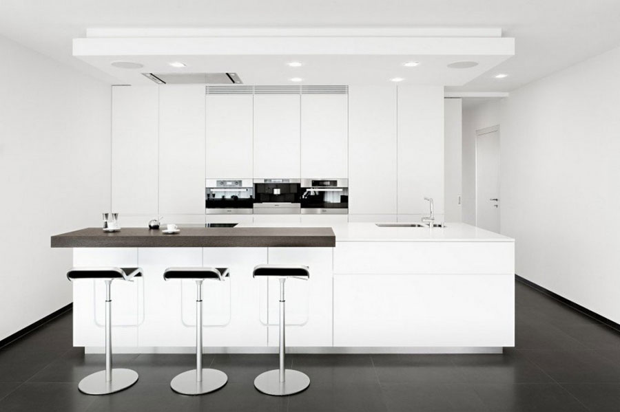 Photo of the kitchen with island and breakfast bar shelf n.04