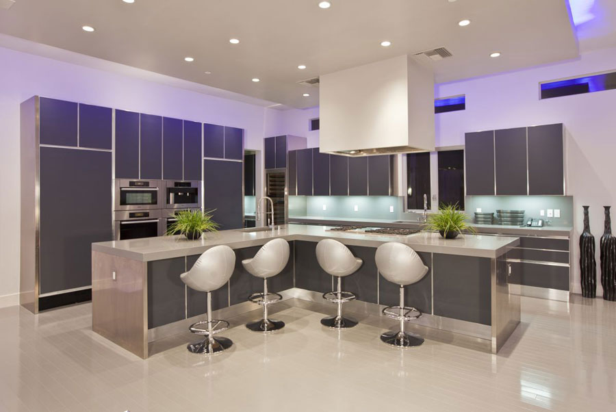 Photo of the kitchen with island and breakfast bar shelf n.17