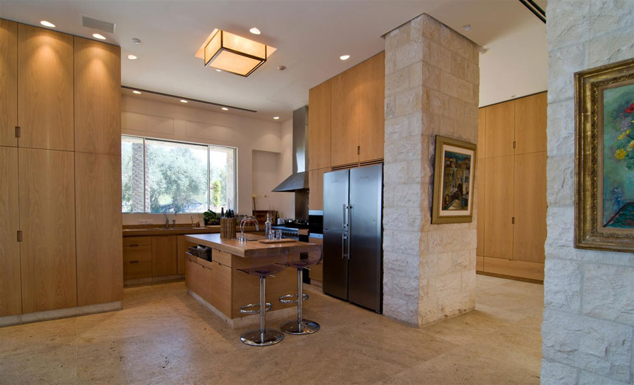 Photo of the kitchen with island and bar shelf for breakfast n.18