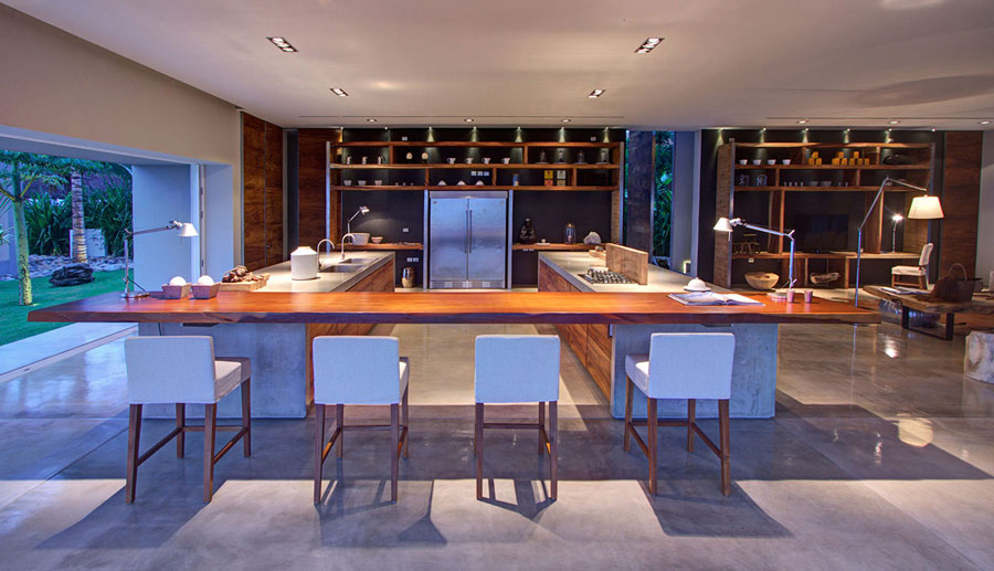 Photo of the kitchen with island and breakfast bar shelf n.16