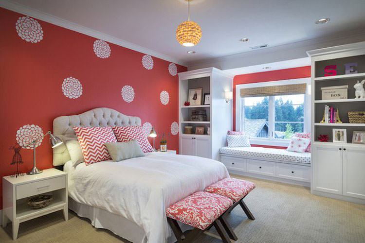 Kids bedroom with wall decorations n.02