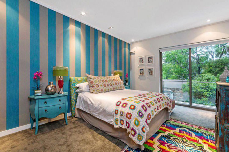 Kids bedroom with wall decorations n.08